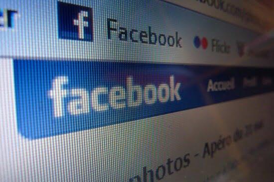 Facebookで、特定のグループのお知らせ(メール)のみオフにする方法