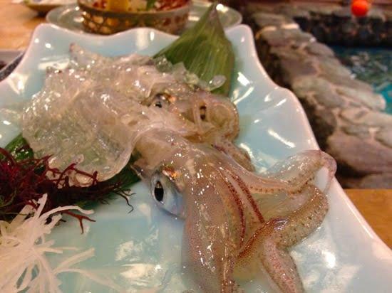 [グルメ]透き通ったイカを刺身で、天ぷらで。いかの活き造りの元祖「河太郎」in 福岡・中洲