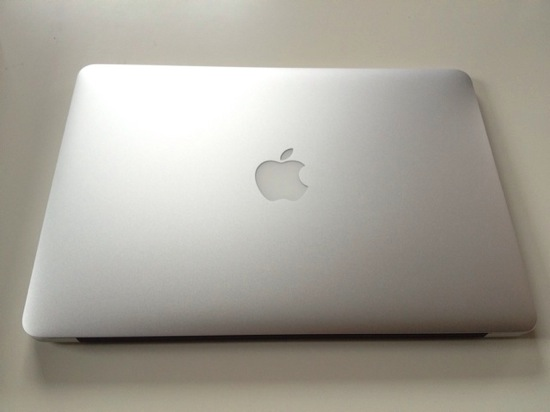 Macbook air 13inch arrive 10