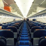 飛行機の座席は、窓側と通路側のどちらを選ぶべきか?両方のメリットを比較してみた