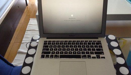 ソファでのパソコン、読書、物書きなどに超便利!なIKEAのソファ用デスク「BRADA」
