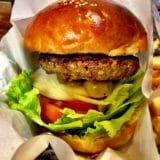 [グルメ]下北沢の人気店が福岡へ!肉の旨味がたまらない炭焼きハンバーガー「frisco」in 福岡・舞鶴