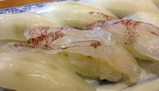 福岡・中洲「河太郎」いけすの活きイカをさばいて作る、透き通るクリスタル寿司!