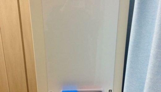 ミニホワイトボード「ピタボ」平たい場所に粘着テープ無しで貼れ、マグネットも付けられる!
