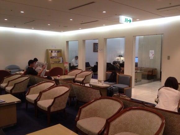Kansai airport card rounge 6