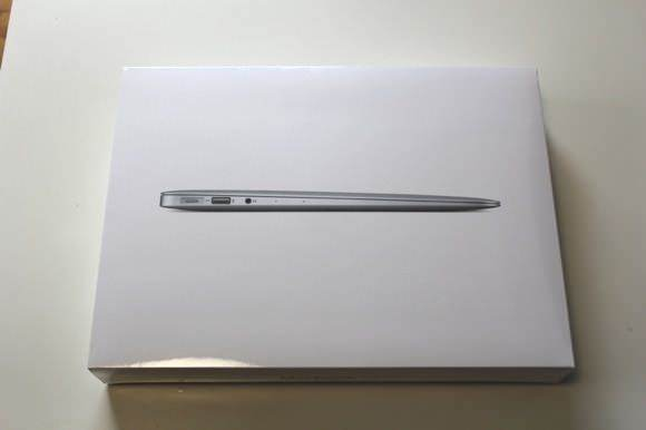 Comparison between new and old macbookair outside 2