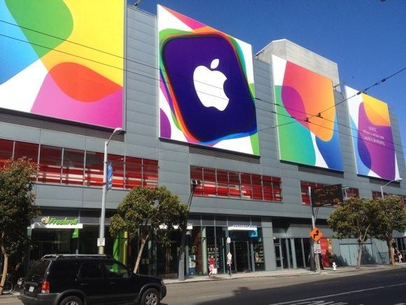 アップルのロゴが映える会場のMoscone Centerを下見してきた
