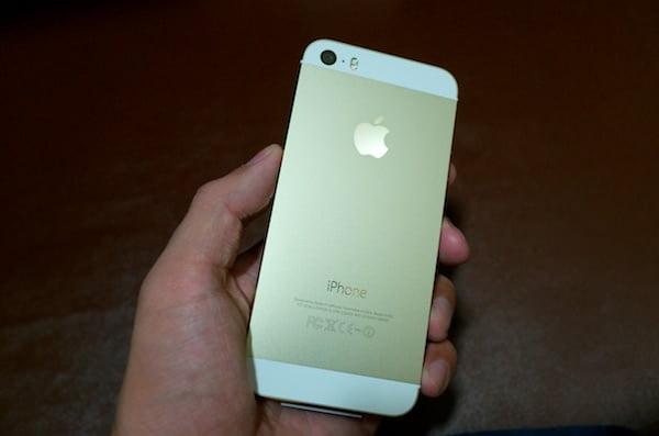 iPhone 5sゴールドとブルーのケースをレビュー