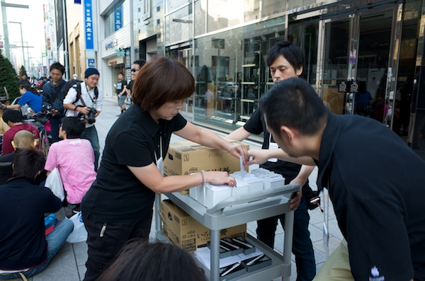apple-store-ginza-realtime-report-201309-54