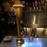 百種類以上のビールが飲めるハワイ・ワイキキのビアレストラン「ヤードハウス」巨大なハーフヤードビールが圧巻!