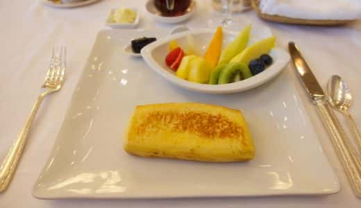 世界一とも言われるホテルオークラのフレンチトーストを食す。2015年8月までに、予約して行こう!