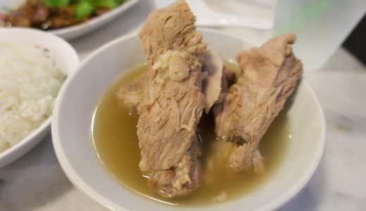 シンガポール・バクテーの名店「松發肉骨茶」ホロッと崩れる豚肉と胡椒の利いたスープがうまい!