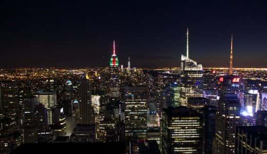 ニューヨーク摩天楼の壮大な夜景を一望できる「トップ・オブ・ザ・ロック」エンパイアステートビルも見られる!