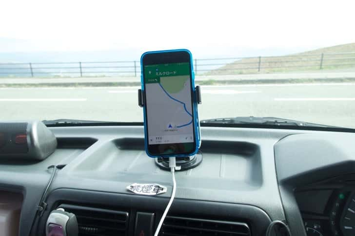 Use rent a car with smartphone and holder 1