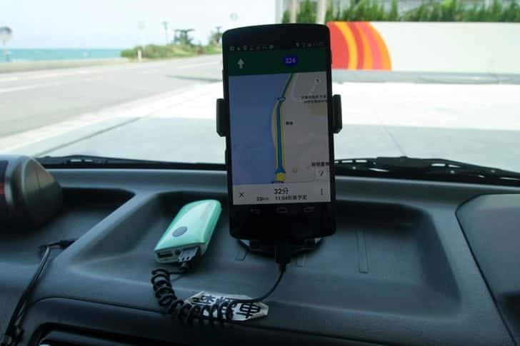 Use rent a car with smartphone and holder 2