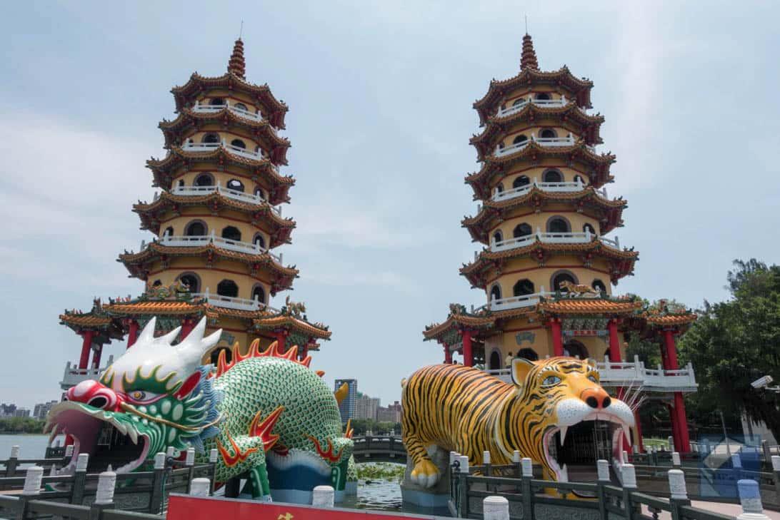 Lotus lake dragon and tiger pagodas 10