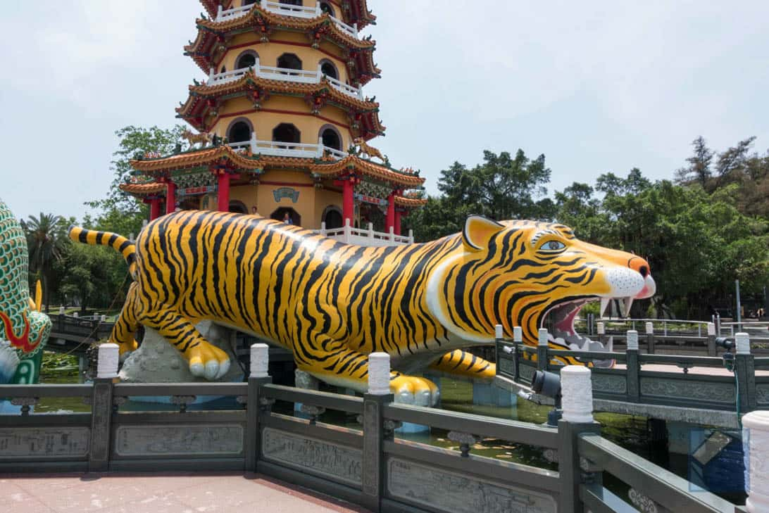 Lotus lake dragon and tiger pagodas 11