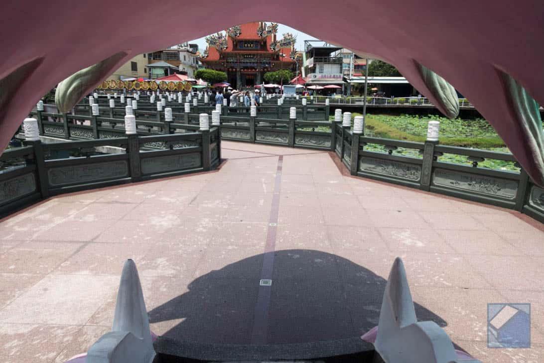 Lotus lake dragon and tiger pagodas 13