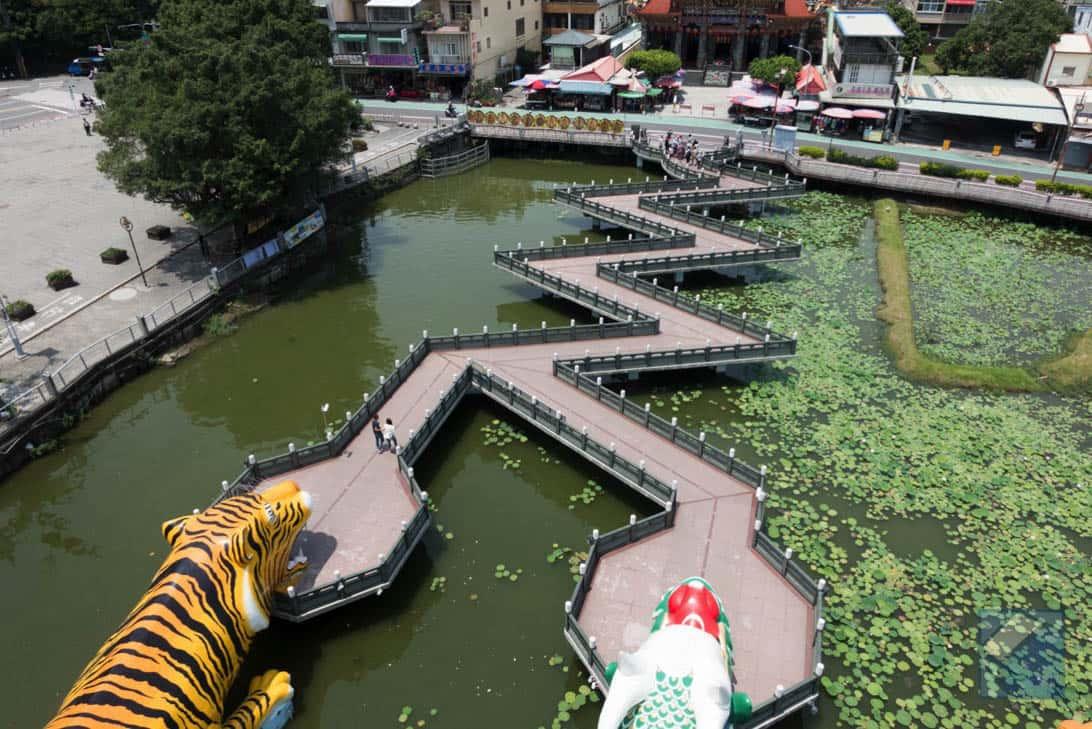 Lotus lake dragon and tiger pagodas 21