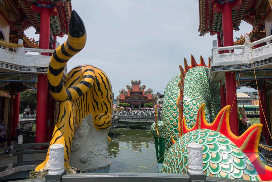 Lotus lake dragon and tiger pagodas 23