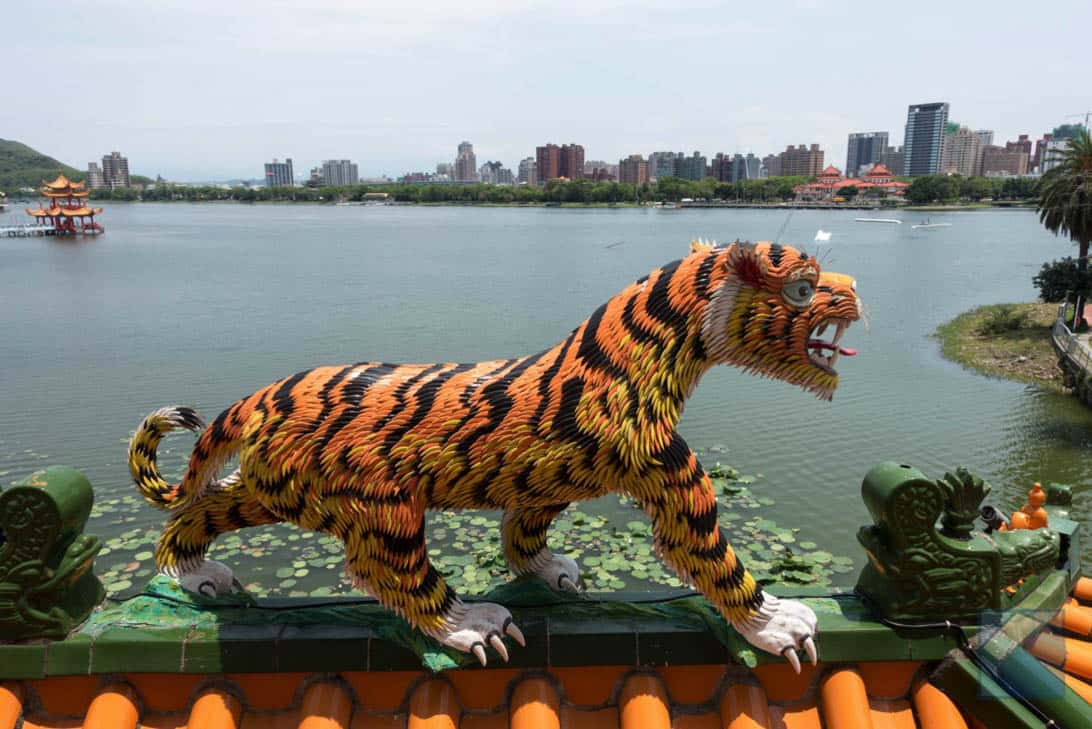 Lotus lake dragon and tiger pagodas 25