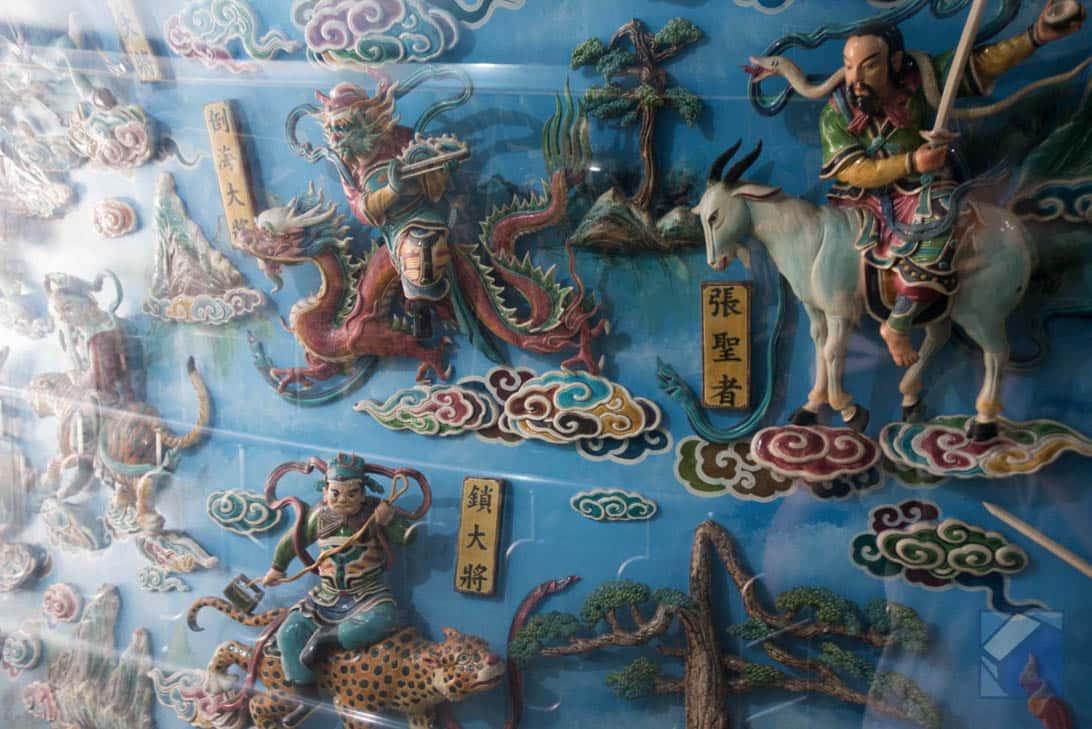 Lotus lake dragon and tiger pagodas 28