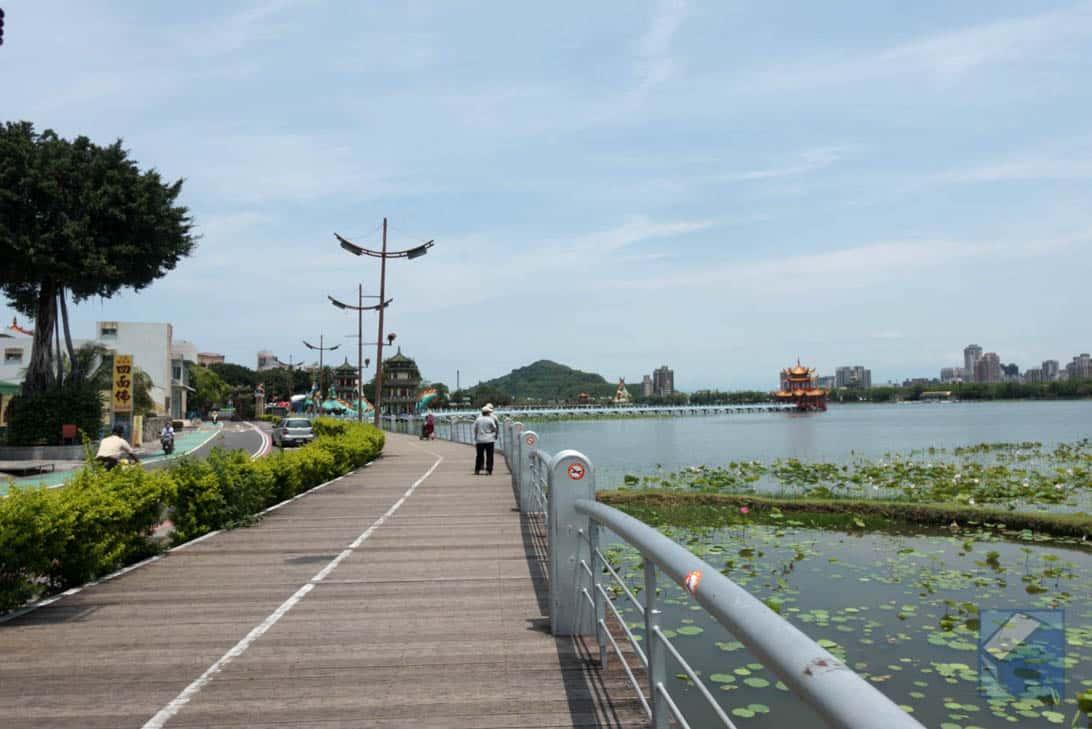 Lotus lake dragon and tiger pagodas 34