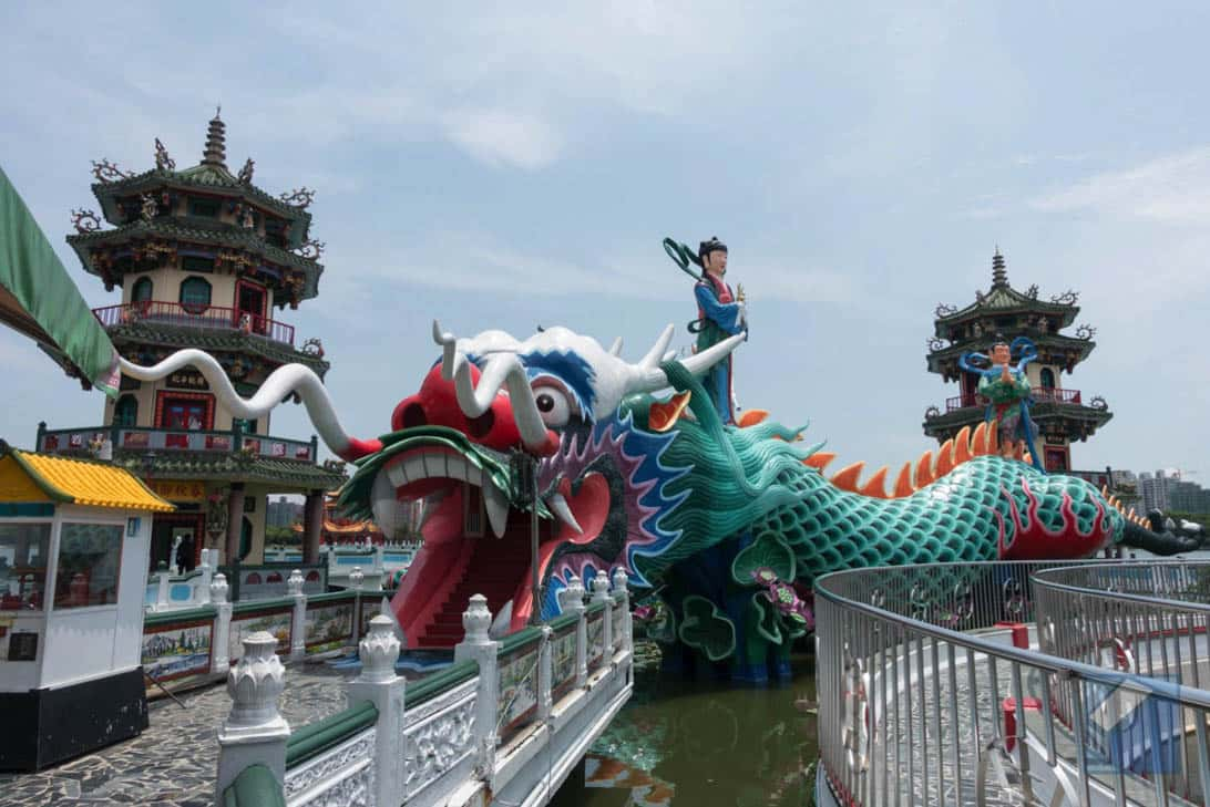 Lotus lake dragon and tiger pagodas 36