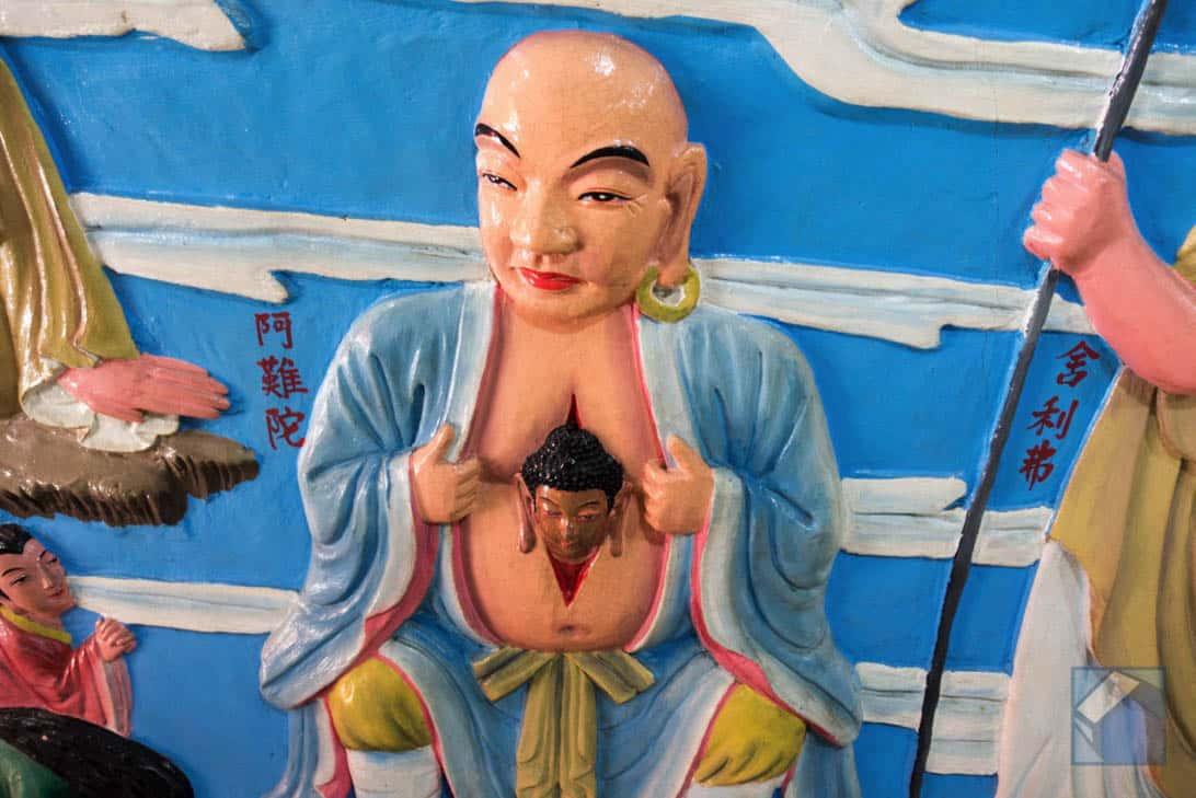 Lotus lake dragon and tiger pagodas 38