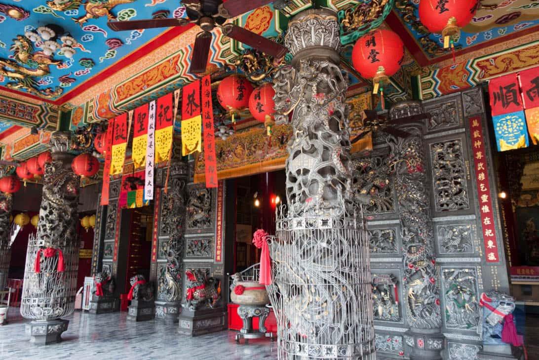 Lotus lake dragon and tiger pagodas 43