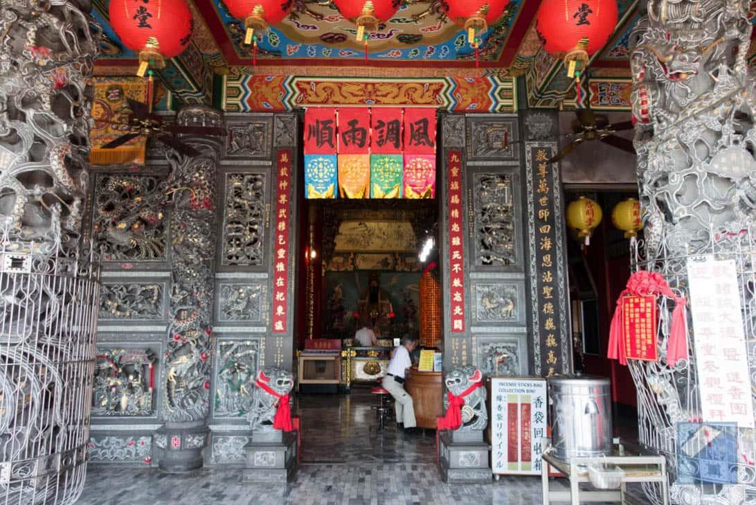 Lotus lake dragon and tiger pagodas 44