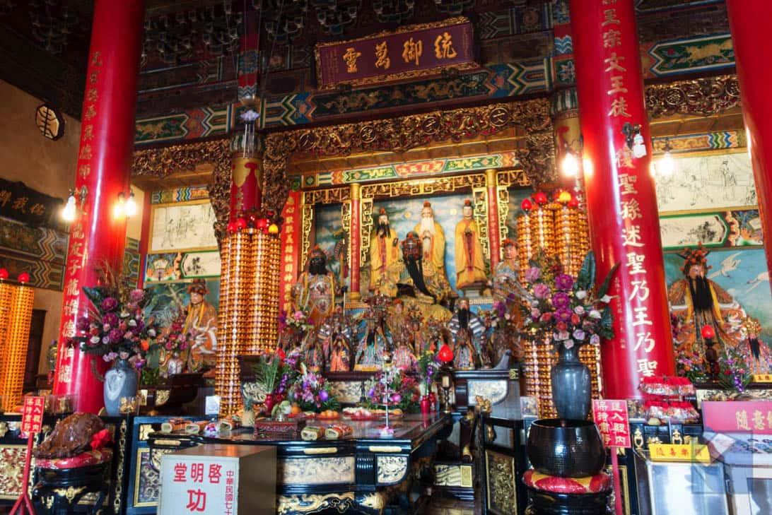 Lotus lake dragon and tiger pagodas 45
