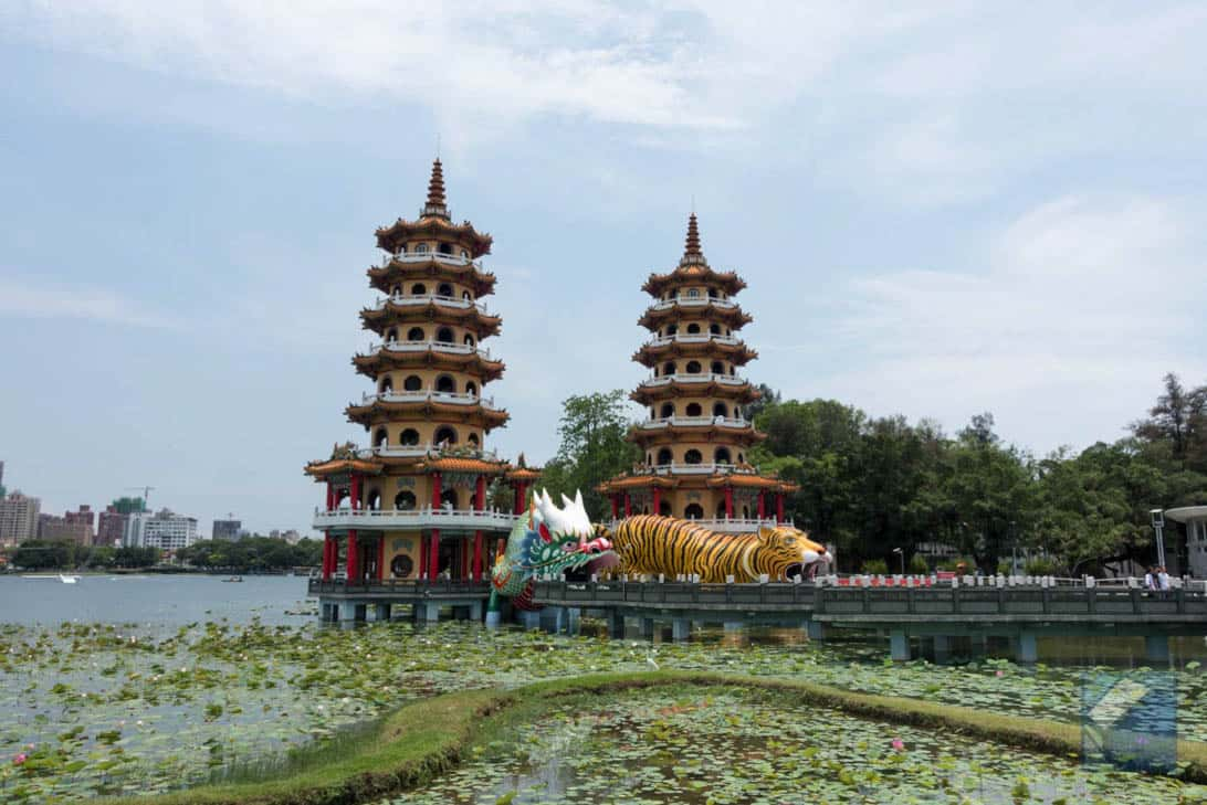 Lotus lake dragon and tiger pagodas 47