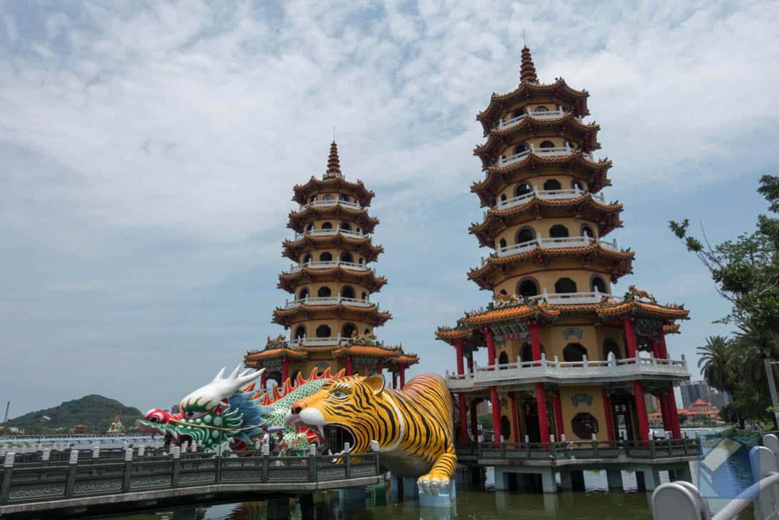 Lotus lake dragon and tiger pagodas 48