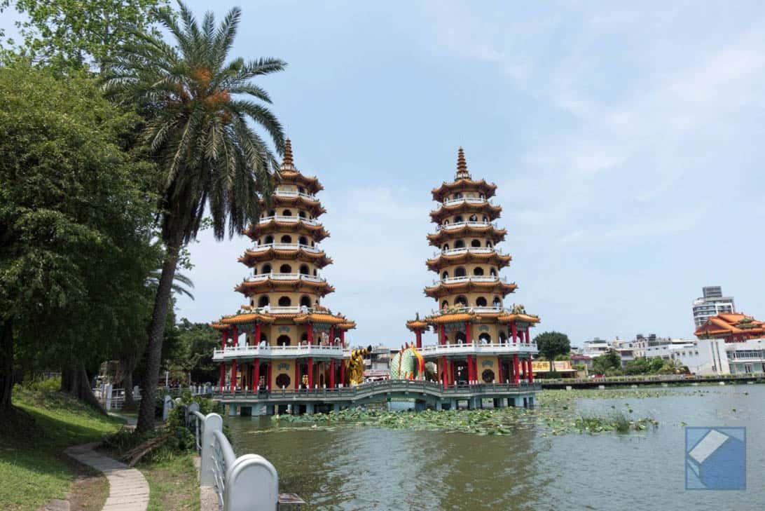Lotus lake dragon and tiger pagodas 5