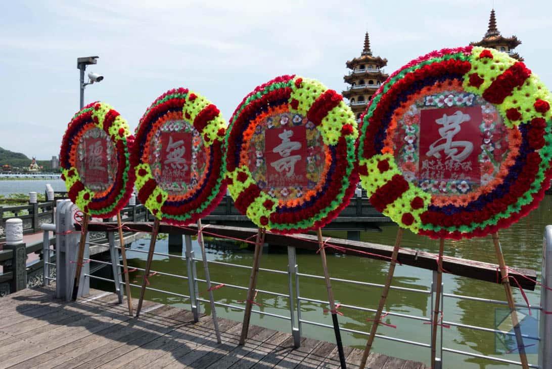 Lotus lake dragon and tiger pagodas 6