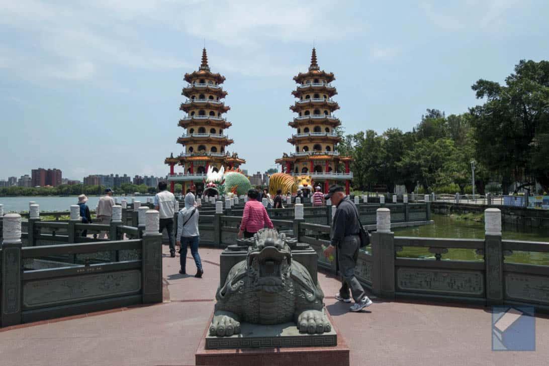 Lotus lake dragon and tiger pagodas 7