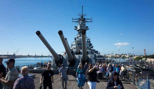 ハワイにて真珠湾攻撃の爪痕が残る「アリゾナ記念館」と、降伏文書調印の舞台「戦艦ミズーリ」を巡る