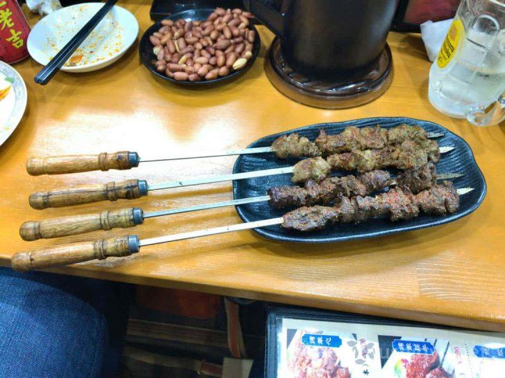 新疆風ラム肉の串焼きと羊ハツの串焼き