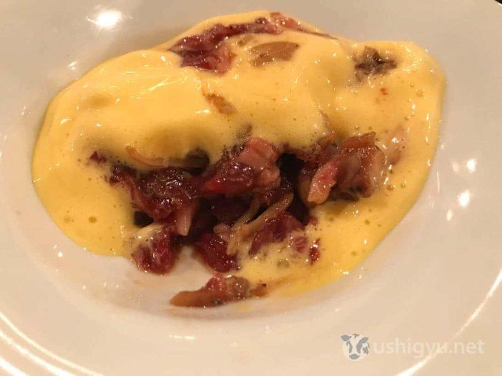 ローストホース:馬肉とイイダコの卵黄ソース中身