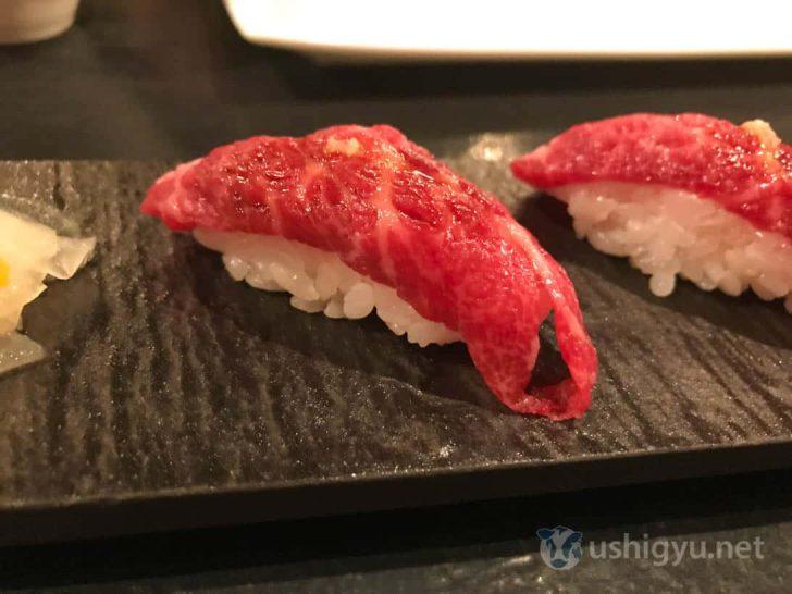 ローストホース:三角バラの寿司アップ