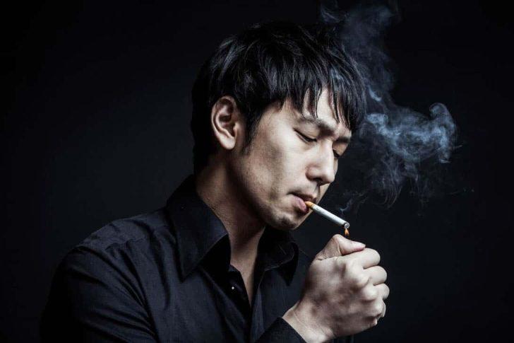 タバコ吸ってる大川さん