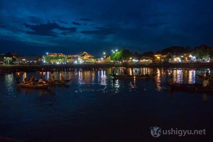 ホイアン川越しの夜景