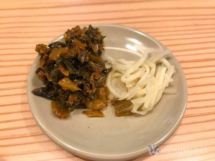 博多一幸舎総本店:辛子高菜と生姜を食べながら待つ