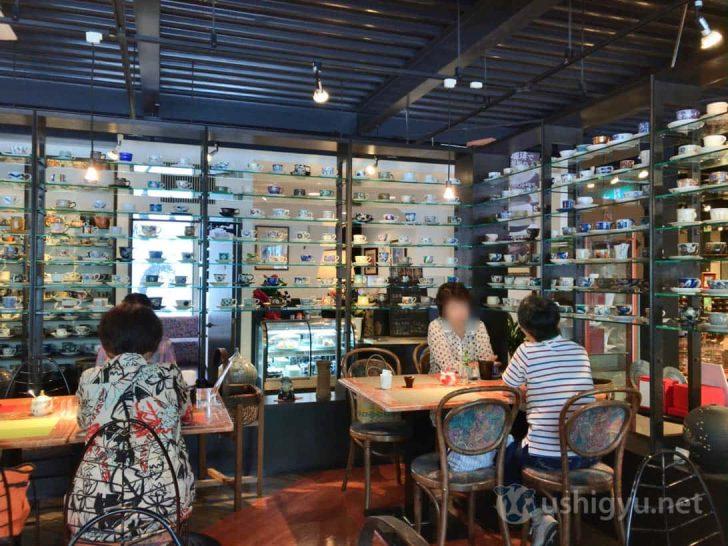 ギャラリー有田:有田焼コーヒーカップが壁一面に
