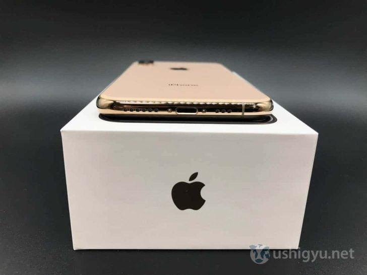 iPhone XS底面にはLightning端子やスピーカーなど