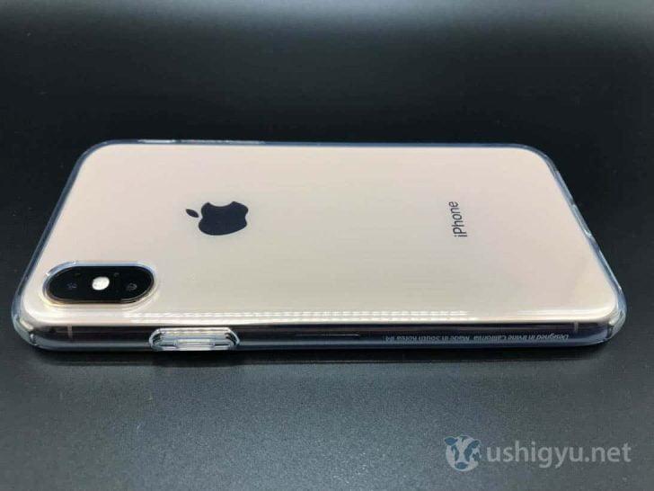 SpigenのiPhone XSケースはぴったりフィット