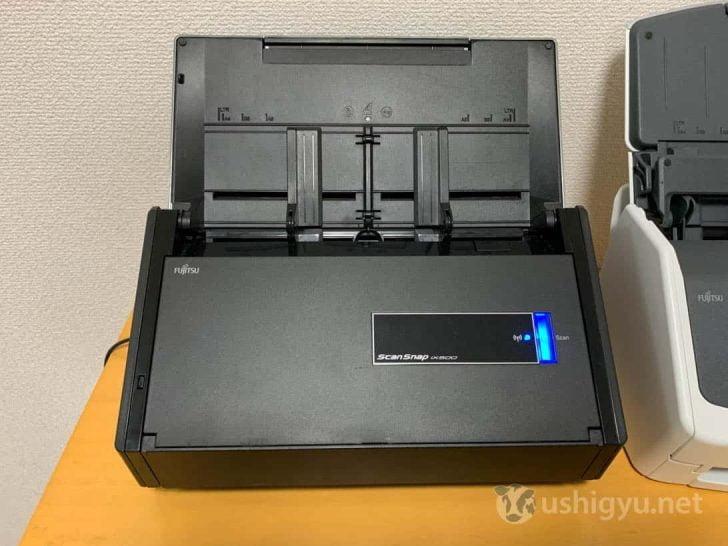 スキャンボタンとWi-FiランプがあるだけのシンプルなiX500