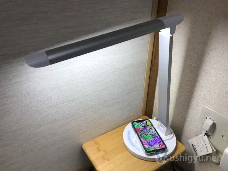 iPhone XSを充電しながら使っている様子