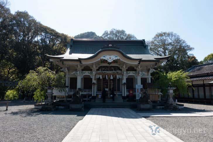 武雄市図書館から徒歩5分ほどのところにある武雄神社